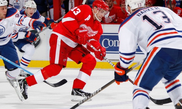 Datsyuk_plays_vs_Oilers