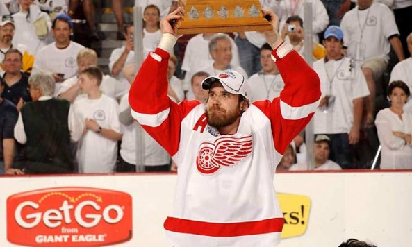 tophockey-info-henrik-zetterberg-with-cup
