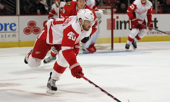 zetterberg_carries_puck_vs_chicago