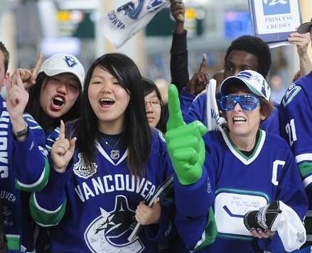 women-fans-cheering