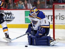CHICAGO, IL - JANUARY 24:  Brian Elliott #1 of the St. Louis Blues makes a save against the Chicago Blackhawks at the United Center on January 24, 2016 in Chicago, Illinois.  (Photo by Jonathan Daniel/Getty Images)