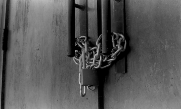 Chained_Door_by_Kinyin