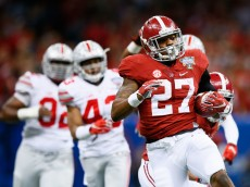 NEW ORLEANS, LA - JANUARY 01:  Derrick Henry #27 of the Alabama Crimson Tide runs the ball against the Ohio State Buckeyes during the All State Sugar Bowl at the Mercedes-Benz Superdome on January 1, 2015 in New Orleans, Louisiana.  (Photo by Kevin C. Cox/Getty Images)