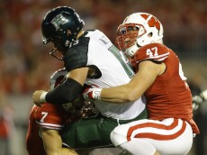 MADISON, WI - SEPTEMBER 26: Vince Biegel #47 of the Wisconsin Badgers sacks Max Wittek of the Hawaii Rainbow Warriors during the first half of play at Camp Randall Stadium on September 26, 2015 in Madison, Wisconsin. (Photo by Mike McGinnis/Getty Images)