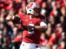 MADISON, WI - OCTOBER 17:  Joel Stave #2 of the Wisconsin Badgers drops back to pass during the second quarter of a game against the Purdue Boilermakers at Camp Randall Stadium on October 17, 2015 in Madison, Wisconsin.  (Photo by Stacy Revere/Getty Images)