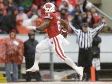 MADISON, WI - OCTOBER 31: Corey Clement #6 of the Wisconsin Badgers runs in for a touchdown during the first half against the Rutgers Scarlet Knights at Camp Randall Stadium on October 31, 2015 in Madison, Wisconsin. (Photo by Mike McGinnis/Getty Images)