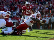 PASADENA, CA - JANUARY 01:  Running back Montee Ball #28 of the Wisconsin Badgers dives to score a 10-yard touchdown in the second quarter against the Stanford Cardinal in the 99th Rose Bowl Game Presented by Vizio on January 1, 2013 at the Rose Bowl in Pasadena, California.  (Photo by Harry How/Getty Images)