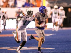 BOISE, ID - OCTOBER 3: Wide receiver Thomas Sperbeck #82 of the Boise State Broncos outruns defensive back Nick Nelson #11 of the Hawaii Rainbow Warriors during first half action on October 3, 2015 at Albertsons Stadium in Boise, Idaho. Boise State won the game 55-0. (Photo by Loren Orr/Getty Images)
