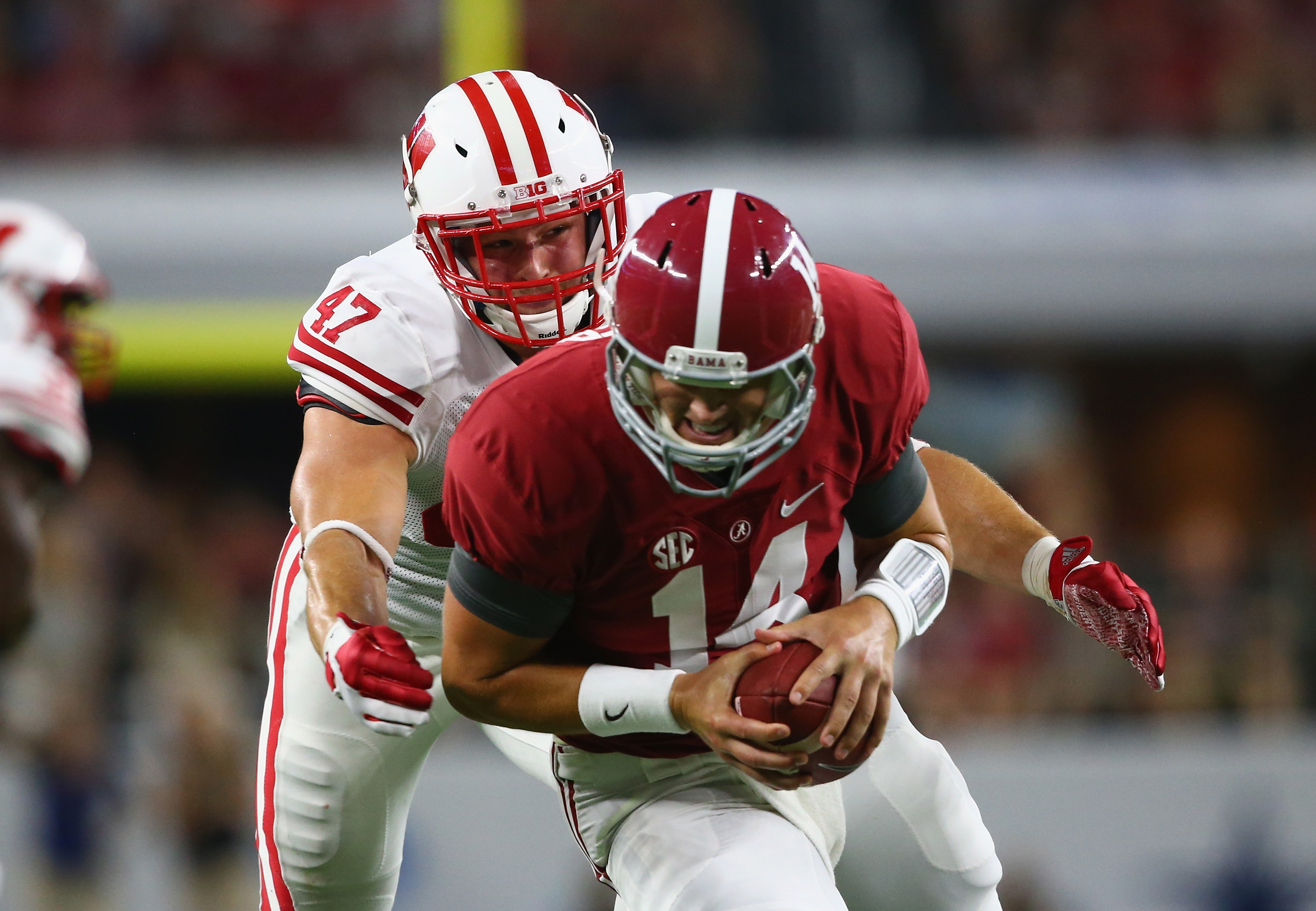 ARLINGTON, TX - SEPTEMBER 05:  Vince Biegel #47 of the Wisconsin Badgers tackles Jake Coker #14 of the Alabama Crimson Tide during the Advocare Classic at AT&T Stadium on September 5, 2015 in Arlington, Texas.  (Photo by Ronald Martinez/Getty Images)
