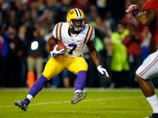 TUSCALOOSA, AL - NOVEMBER 07:  Leonard Fournette #7 of the LSU Tigers runs the ball against the Alabama Crimson Tide during the first quarter at Bryant-Denny Stadium on November 7, 2015 in Tuscaloosa, Alabama.  (Photo by Kevin C. Cox/Getty Images)