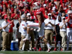 MADISON, WI - SEPTEMBER 17:  Vince Biegel #47 of the Wisconsin Badgers celebrates after making a tackle in the second quarter against the Georgia State Panthers at Camp Randall Stadium on September 17, 2016 in Madison, Wisconsin. (Photo by Dylan Buell/Getty Images)