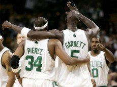 kevin garnett celtics high fiving