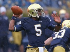 SOUTH BEND, IN - OCTOBER 04: Everett Golson #5 of the Notre Dame Fighting Irish passes against the Standford Cardinal at Notre Dame Stadium on October 4, 2014 in South Bend, Indiana. (Photo by Jonathan Daniel/Getty Images)