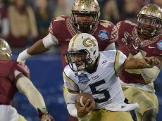 CHARLOTTE, NC - DECEMBER 06:  Justin Thomas #5 of the Georgia Tech Yellow Jackets scrambles against the Florida State Seminoles defense during the Atlantic Coast Conference championship game on December 6, 2014 in Greenville, North Carolina.  (Photo by Grant Halverson/Getty Images)