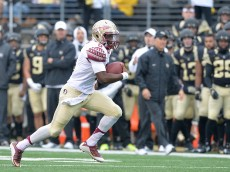 WINSTON SALEM, NC - OCTOBER 03:  Everett Golson #6 of the Florida State Seminoles scrambles for a first down against the Wake Forest Demon Deacons during their game at BB&T Field on October 3, 2015 in Winston Salem, North Carolina.  (Photo by Grant Halverson/Getty Images)