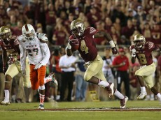 TALLAHASSEE, FL - OCTOBER 10:  Dalvin Cook #4 of the Florida State Seminoles rushes during a game against the Miami Hurricanes at Doak Campbell Stadium on October 10, 2015 in Tallahassee, Florida.  (Photo by Mike Ehrmann/Getty Images)