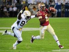 ATLANTA, GA - OCTOBER 24: Everett Golson #6 of the Florida State Seminoles looks to pass left-handed as he is pursued by Antonio Simmons #93 of the Georgia Tech Yellow Jackets on October 24, 2015 at Bobby Dodd Stadium in Atlanta, Georgia. Photo by Scott Cunningham/Getty Images)