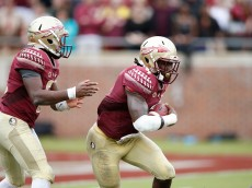 TALLAHASSEE, FL - SEPTEMBER 12: Dalvin Cook #4 of the Florida State Seminoles runs the ball against the South Florida Bulls during the game at Doak Campbell Stadium on September 12, 2015 in Tallahassee, Florida. Florida State defeated South Florida 34-14. (Photo by Joe Robbins/Getty Images)