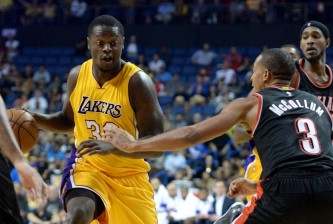 julius-randle-citizens-business-bank-arena-c.j.-mccollum-nba-preseason-portland-trail-blazers-los-angeles-lakers1-850x560