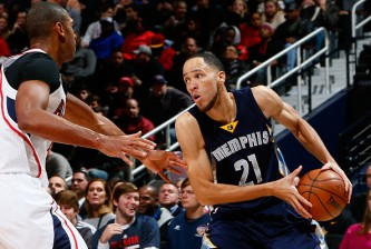 ATLANTA, GA - JANUARY 07:  Tayshaun Prince #21 of the Memphis Grizzlies against the Al Horford #15 of the Atlanta Hawks at Philips Arena on January 7, 2015 in Atlanta, Georgia.  NOTE TO USER: User expressly acknowledges and agrees that, by downloading and or using this photograph, User is consenting to the terms and conditions of the Getty Images License Agreement.  (Photo by Kevin C. Cox/Getty Images)