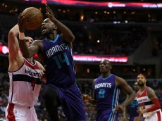 WASHINGTON, DC - MARCH 27: Michael Kidd-Gilchrist #14 of the Charlotte Hornets drives to the hoop as he is defended by Marcin Gortat #4 of the Washington Wizards in the first half at Verizon Center on March 27, 2015 in Washington, DC. NOTE TO USER: User expressly acknowledges and agrees that, by downloading and or using this photograph, User is consenting to the terms and conditions of the Getty Images License Agreement. (Photo by Patrick Smith/Getty Images)