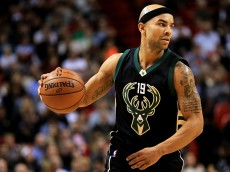 MIAMI, FL - JANUARY 19:  Jerryd Bayless #19 of the Milwaukee Bucks looks to pass during a game against the Miami Heat at American Airlines Arena on January 19, 2016 in Miami, Florida. NOTE TO USER: User expressly acknowledges and agrees that, by downloading and/or using this photograph, user is consenting to the terms and conditions of the Getty Images License Agreement. Mandatory copyright notice:  (Photo by Mike Ehrmann/Getty Images)