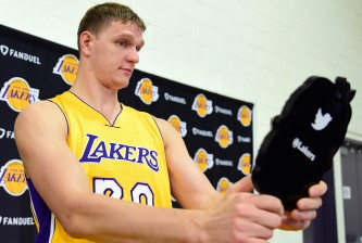 EL SEGUNDO, CA - SEPTEMBER 26:  Timofey Mozgov #20 of the Los Angeles Lakers checks out his hair during Los Angeles Laker media day at Toyota Sports Center on September 26, 2016 in El Segundo, California.  (Photo by Harry How/Getty Images)