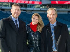 Troy Aikman, Erin Andrews and Joe Buck on the field in Philadelphia