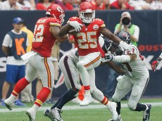 HOUSTON, TX - SEPTEMBER 13: Jamaal Charles #25 of the Kansas City Chiefs rushes against the Houston Texans in the second half in a NFL game on September 13, 2015 at NRG Stadium in Houston, Texas. (Photo by Bob Levey/Getty Images)