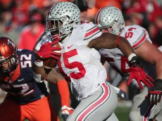 CHAMPAIGN, IL - NOVEMBER 14:  Ezekiel Elliott #15 of the Ohio State Buckeyes runs against the Illinois Fighting Illini at Memorial Stadium on November 14, 2015 in Champaign, Illinois.  (Photo by Jonathan Daniel/Getty Images)