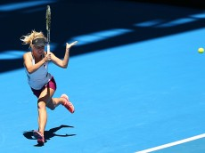 PERTH, AUSTRALIA - JANUARY 03:  Daria Gavrilova of Australia Green plays a forehand in her match against Sabine Lisicki of Germany during day one of the 2016 Hopman Cup at Perth Arena on January 3, 2016 in Perth, Australia.  (Photo by Paul Kane/Getty Images)