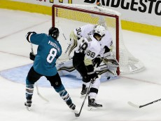 SAN JOSE, CA - JUNE 06:  Matt Murray #30 of the Pittsburgh Penguins makes a save in front of Joe Pavelski #8 of the San Jose Sharks in Game Four of the 2016 NHL Stanley Cup Final at SAP Center on June 6, 2016 in San Jose, California.  (Photo by Ezra Shaw/Getty Images)