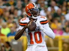 GREEN BAY, WI - AUGUST 12:  Robert Griffin #10 of the Cleveland Browns drops back to pass in the first quarter against the Green Bay Packers at Lambeau Field on August 12, 2016 in Green Bay, Wisconsin. (Photo by Dylan Buell/Getty Images)