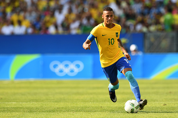 RIO DE JANEIRO, BRAZIL - AUGUST 17: Neymar of Brazil in action during the Men's Semifinal Football match between Brazil and Honduras at Maracana Stadium on Day 12 of the Rio 2016 Olympic Games on August 17, 2016 in Rio de Janeiro, Brazil. (Photo by Quinn Rooney/Getty Images)