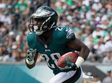 PHILADELPHIA, PA - SEPTEMBER 11: Wendell Smallwood #28 of the Philadelphia Eagles plays against the Cleveland Browns at Lincoln Financial Field on September 11, 2016 in Philadelphia, Pennsylvania. The Eagles defeated the Browns 29-10. (Photo by Mitchell Leff/Getty Images)