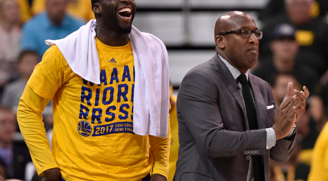 SALT LAKE CITY, UT - MAY 6: Draymond Green #23 and acting head coach Mike Brown of the Golden State Warriors react to a first half play during their game Utah Jazz in Game Three of the Western Conference Semifinals during the 2017 NBA Playoffs at Vivint Smart Home Arena on May 6, 2017 in Salt Lake City, Utah. NOTE TO USER: User expressly acknowledges and agrees that, by downloading and or using this photograph, User is consenting to the terms and conditions of the Getty Images License Agreement. (Photo by Gene Sweeney Jr/Getty Images)