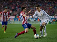 MADRID, SPAIN - MARCH 02: Cristiano Ronaldo (R) of Real Madrid CF competes for the ball with Juan Francisco Torres alias Juanfran (L) of Atletico de Madrid during the La Liga match between Club Atletico de Madrid and Real Madrid CF at Vicente Calderon Stadium on March 2, 2014 in Madrid, Spain.  (Photo by Gonzalo Arroyo Moreno/Getty Images)