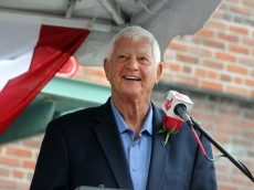 BOSTON, MA - SEPTEMBER 22: Former Red Sox great and Hall-of-Famer Carl Yastrzemski speaks at the dedication of a statue in his honor at Fenway Park on September 22, 2013 in Boston, Massachusetts. (Photo by Darren McCollester/Getty Images)