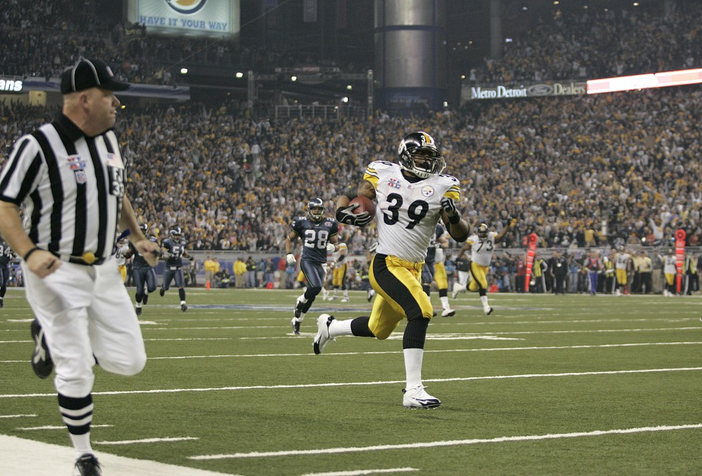 Steelers Willie Parker runs for a touchdown during Super Bowl XL between the Pittsburgh Steelers and Seattle Seahawks at Ford Field in Detroit, Michigan on February 5, 2006. (Photo by Mike Ehrmann/NFLPhotoLibrary)