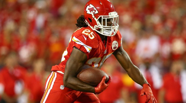 KANSAS CITY, MO - SEPTEMBER 17:  Jamaal Charles #25 of the Kansas City Chiefs rushes the ball during the game against the Denver Broncos at Arrowhead Stadium on September 17, 2015 in Kansas City, Missouri. (Photo by Ronald Martinez/Getty Images)