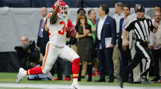 HOUSTON, TX - JANUARY 09:  Knile Davis #34 of the Kansas City Chiefs with a 106-yard kickoff return for a touchdown against the Houston Texans during the first quarter of the AFC Wild Card Playoff game at NRG Stadium on January 9, 2016 in Houston, Texas.  (Photo by Thomas B. Shea/Getty Images)