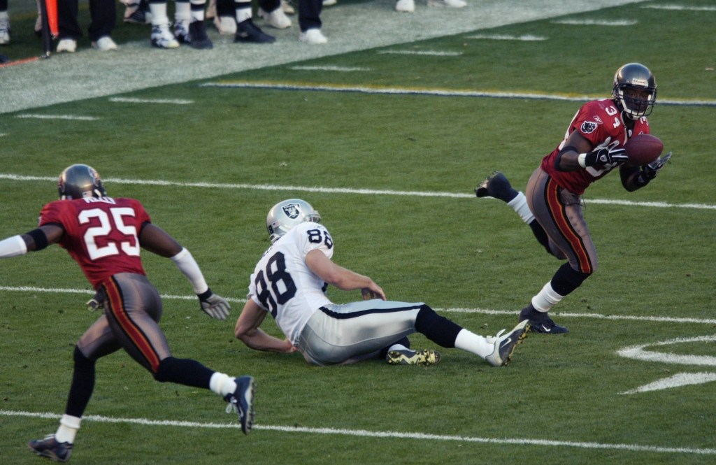 SAN DIEGO - JANUARY 26:  Dexter Jackson #34 of the Tampa Bay Buccaneers intercepts the pass against the Oakland Raiders during Super Bowl XXXVII on January 26, 2003 at Qualcomm Stadium in San Diego, California.  Jackson had two of his teams five interceptions and was named Super Bowl MVP as the Buccaneers won 48-21.  (Photo by Ezra Shaw/Getty Images)
