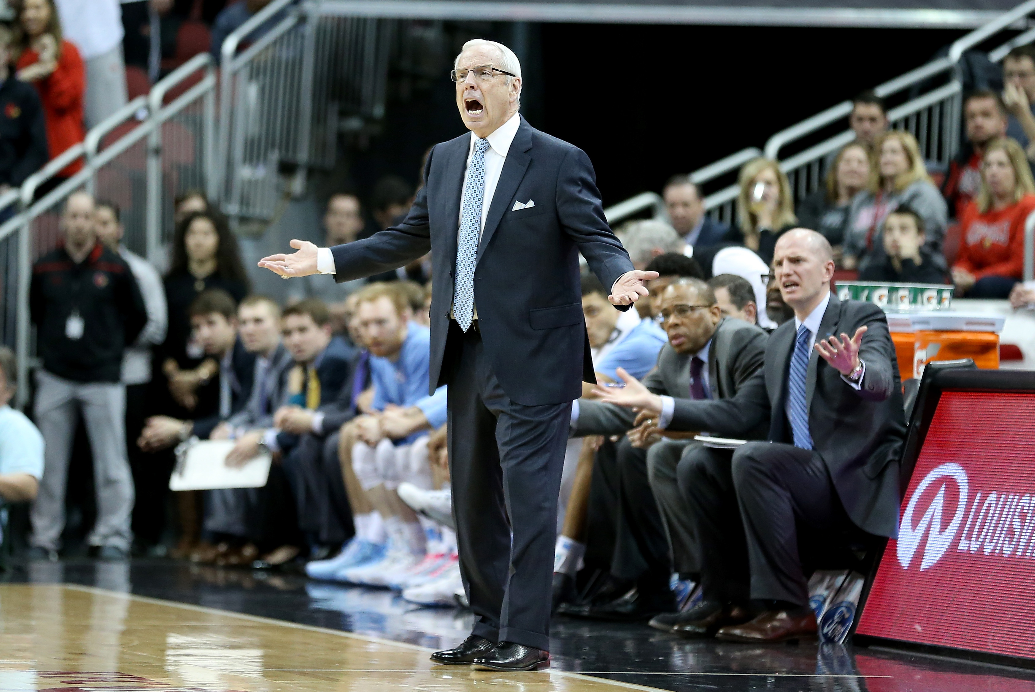 LOUISVILLE, KY - FEBRUARY 01:  Roy Williams the head coach of the North Carolina Tar Heels reacts to an officals call during the game against the Louisville Cardinals at KFC YUM! Center on February 1, 2016 in Louisville, Kentucky.  (Photo by Andy Lyons/Getty Images)
