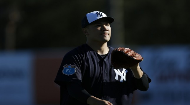 TAMPA, FL - FEBRUARY 19:  Pitcher Masahiro Tanaka #19 of the New York Yankees participates in a spring training workout on February 19, 2016 at George M. Steinbrenner Field in Tampa, Florida.  (Photo by Brian Blanco/Getty Images)