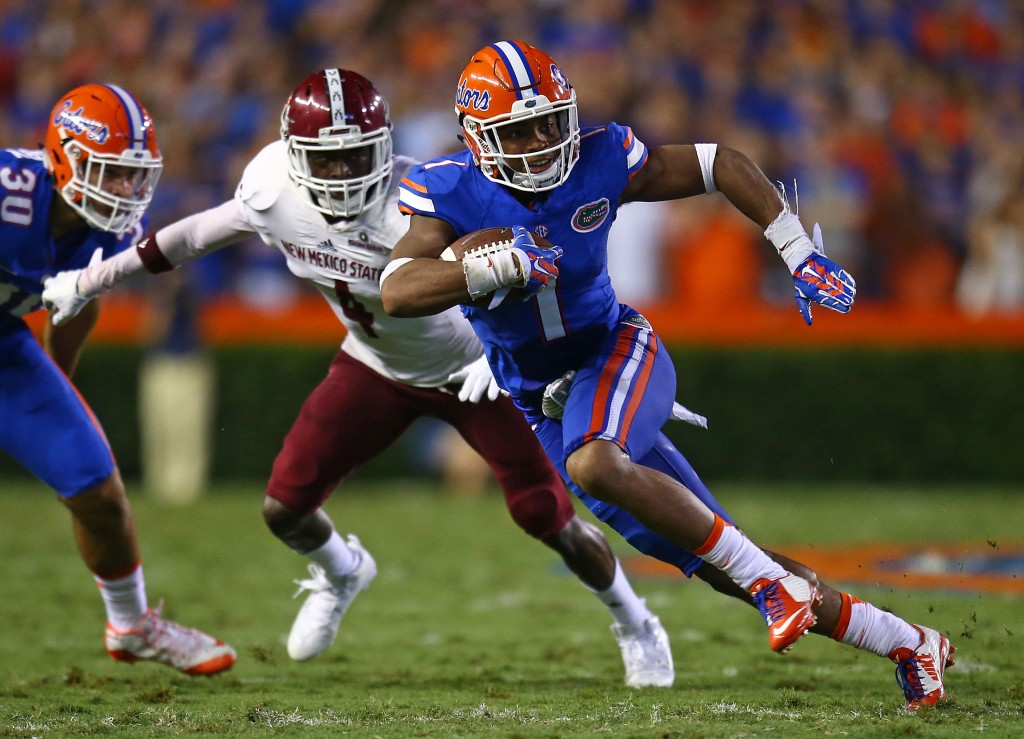 GAINESVILLE, FL - SEPTEMBER 05: Vernon Hargreaves III #1 of the Florida Gators carries the ball for six yards acting as a reciever during the second quarter of the game against the New Mexico State Aggies at Ben Hill Griffin Stadium on September 5, 2015 in Gainesville, Florida.  (Photo by Rob Foldy/Getty Images)