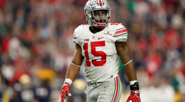 GLENDALE, AZ - JANUARY 01:  Running back Ezekiel Elliott #15 of the Ohio State Buckeyes during the BattleFrog Fiesta Bowl against the Notre Dame Fighting Irish at University of Phoenix Stadium on January 1, 2016 in Glendale, Arizona. The Buckeyes defeated the Fighting Irish 44-28.  (Photo by Christian Petersen/Getty Images)