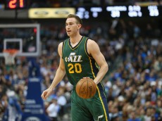 DALLAS, TX - FEBRUARY 11:  Gordon Hayward #20 of the Utah Jazz at American Airlines Center on February 11, 2015 in Dallas, Texas.  NOTE TO USER: User expressly acknowledges and agrees that, by downloading and or using this photograph, User is consenting to the terms and conditions of the Getty Images License Agreement.  (Photo by Ronald Martinez/Getty Images)