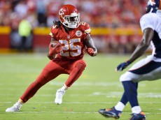 KANSAS CITY, MO - SEPTEMBER 17: Jamaal Charles #25 of the Kansas City Chiefs runs with the ball against the Denver Broncos during the game at Arrowhead Stadium on September 17, 2015 in Kansas City, Missouri. (Photo by Peter Aiken/Getty Images)
