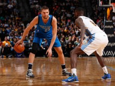 DENVER, CO - MARCH 06:  Chandler Parsons #25 of the Dallas Mavericks controls the ball against JaKarr Sampson #9 of the Denver Nuggets at Pepsi Center on March 6, 2016 in Denver, Colorado. The Nuggets defeated the Mavericks 116-114 in overtime. NOTE TO USER: User expressly acknowledges and agrees that, by downloading and or using this photograph, User is consenting to the terms and conditions of the Getty Images License Agreement.  (Photo by Doug Pensinger/Getty Images)
