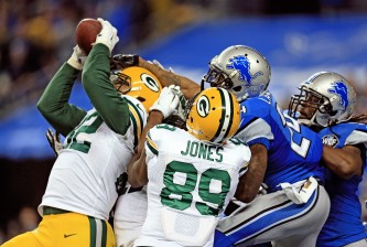 DETROIT, MI - DECEMBER 3: Tight end Richard Rodgers #82 of the Green Bay Packers catches the game-winning touchdown as time expired to defeat the Detroit Lions 27-23 at Ford Field on December 3, 2015 in Detroit, Michigan. (Photo by Andrew Weber/Getty Images)